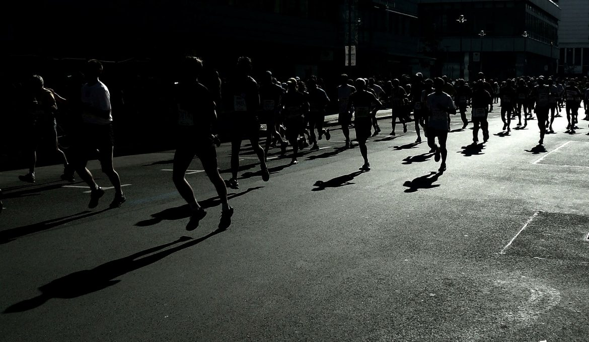 Marathon Running: 5 Training Rules To Build Up Your Distance Without Injury